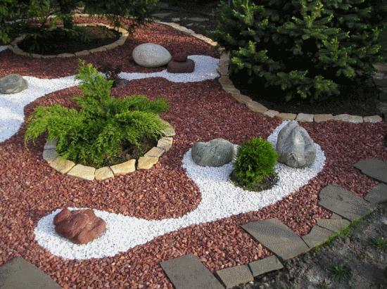яичко красивый ландшафт на даче с разноцветными камешками мебель